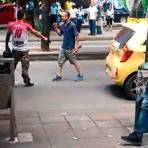 Video registró riña entre un taxista y un transportador informal en Bucaramanga (Foto: Captura de video)