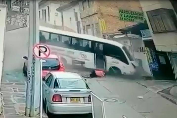 Video registra impresionante accidente de bus sin frenos en San Gil