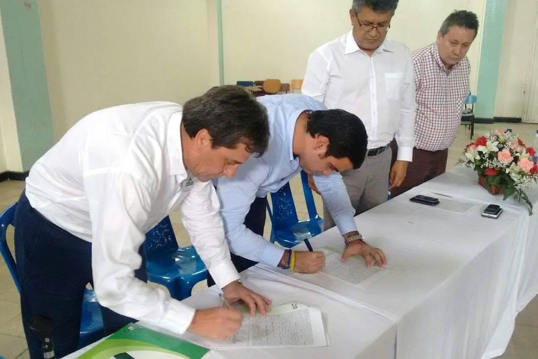 La Alcaldía firmó convenio educativo con Comfenalco