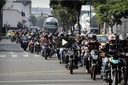 Así se vivió el segundo día de pruebas del carril central para motociclistas