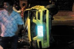 Taxi terminó volteado en la Ciudadela Real de Minas
