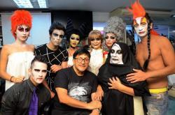 Pedro Silva y sus modelos de Halloween.