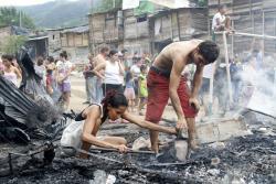Imágenes del incendió que dejó a 30 familias sin casa en Bucaramanga