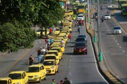 Estas son las imágenes de la protesta de más 200 taxistas en Bucaramanga