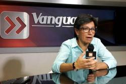"""""""La cuenta de la guerra es 10 veces más cara que la de la paz"""": Claudia López desde Bucaramanga"""