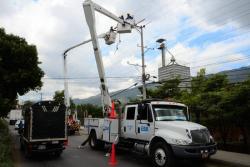 Video registró robo a vehículo de la Electrificadora de Santander en Girón
