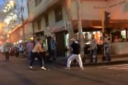 Registran en video pelea a cuchillo entre dos hombres en el centro de Bucaramanga