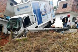 Un furgón se quedó sin frenos y arrolló a dos personas en Floridablanca