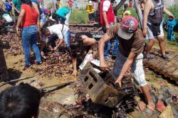 En minutos fue saqueada tractomula que se volcó en Bucaramanga