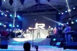 El salsero Jerry Rivera se recupera tras caída durante concierto en Ecuador