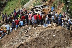 Por lo menos 66 muertos deja el paso de un poderoso tifón por Asia