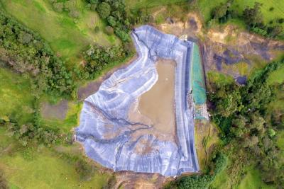 La represa es una de los tantos elefantes blancos que se levantan en Santander.