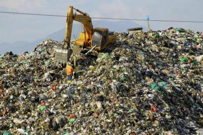 Menos de un mes y sin solución a las basuras