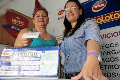 Ellas son Juliana y Johana Aceros, las dos propietarias del punto de venta del Baloto donde se vendió el tiquete ganador del Baloto Electrónico, que entregó un premio de $117 mil millones.