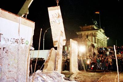 Berlín se viste de fiesta para conmemorar los 25 años de la caída del muro