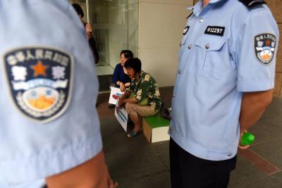 China reclasificaría delito de sexo con prostitutas menores por violación