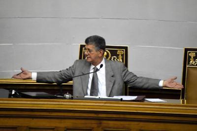 Oposición venezolana rechaza decreto de emergencia económica de Maduro