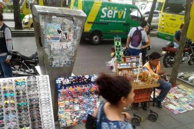 Vendedores informales siguen invadiendo la carrera 33 en Bucaramanga