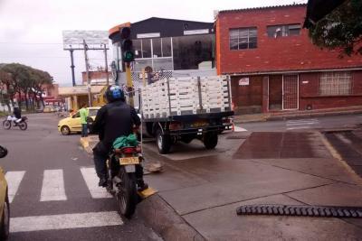 Denuncian invasión de espacio público por un lavadero en Bucaramanga