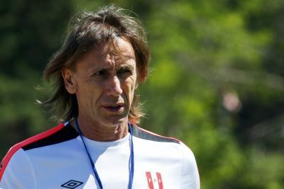 """Gareca cree que Perú tendrá que """"neutralizar y jugar"""" para ganar a Colombia"""