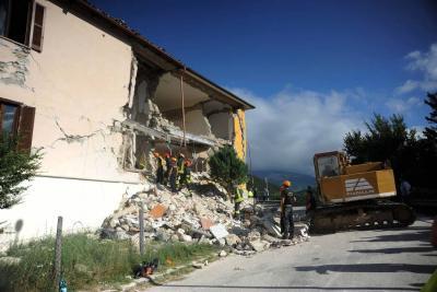 Al menos 73 muertos tras sismo que sacudió el centro de Italia