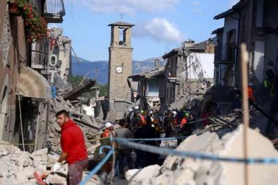 Ascienden a 367 los muertos tras sismo en Italia