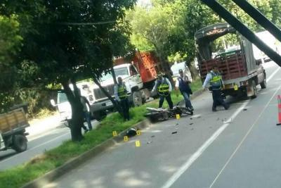 Falleció un motociclista en Floridablanca tras chocar con un camión