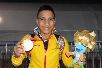 """Santandereano Carlos Serrano: """"entrenando fuerte se siembran medallas"""""""