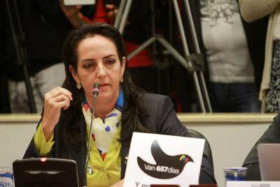 La representante se reafirmó en sus dichos sobre el Ejército, a pesar del jalón de orejas de Uribe.