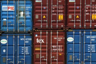 Se mantiene en déficit la balanza comercial