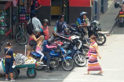 Sancionarán a pasajeros de carros y motos 'piratas' en Bucaramanga y el área