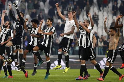 Juventus se recupera con goleada y Roma aguanta el ritmo
