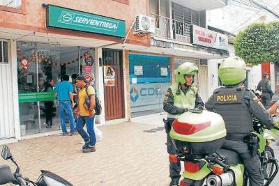 Hombre armado asaltó  empresa de mensajería en Santander