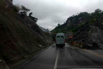 Vía Bucaramanga-Barrancabermeja, mantiene paso a un carril