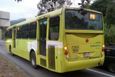 Joven salió expulsado por una ventana de bus de Metrolínea en movimiento