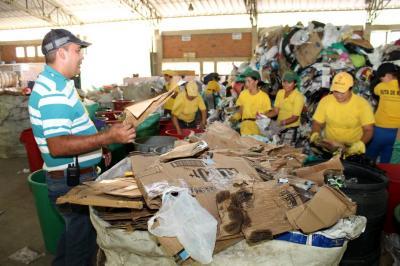95 recicladores formales de Bucaramanga temen su futuro laboral