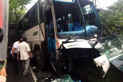 Dos accidentes dejan seis heridos y vías bloqueadas en Santander este lunes