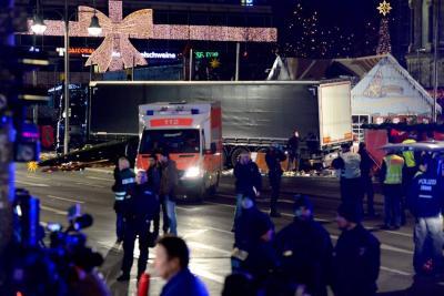 Conductor del camión que arrolló a multitud en Berlín sería un refugiado