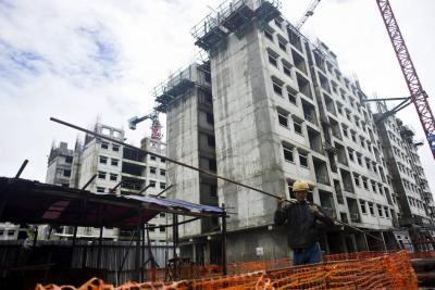 En octubre, área licenciada en Santander cayó un 42%
