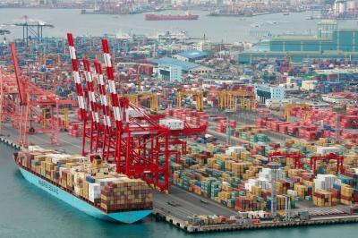 Sigue bajando el déficit de la balanza comercial
