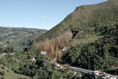 Con éxito se realizó explosión del derrumbe en la vía Medellín - Bogotá