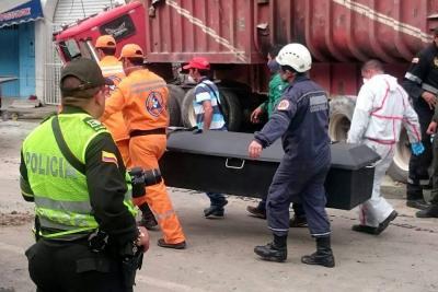 Peritos de Bogotá investigan causas del accidente en San Gil