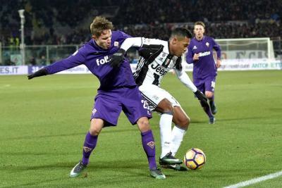 El Juventus, de Cuadrado, perdió 2-1 y la Roma le pisa los talones