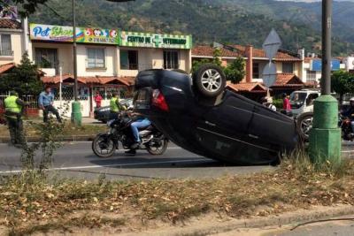 Tres personas resultaron lesionadas en grave accidente en Piedecuesta