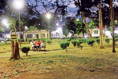 Crónica de una noche el parque Antonia Santos: las mujeres trans y otros personajes