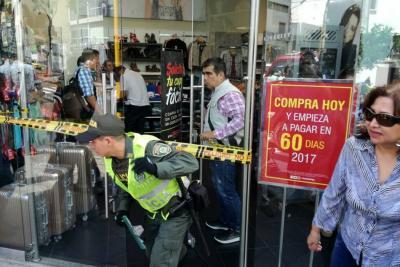 Roban $6 millones de un almacén de ropa en pleno Centro de Bucaramanga