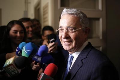 El expresidente Álvaro Uribe fue operado exitosamente de su próstata