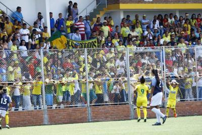 Así fue la fiesta que se vivió en el debut de las chicas del Atlético Bucaramanga