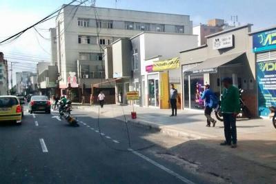 Motociclista sufrió heridas por cable que descolgaba de un poste en Bucaramanga