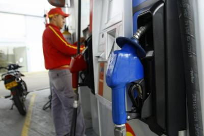 ¿Por qué un galón de gasolina en Colombia vale lo mismo que tres en Arabia Saudita?